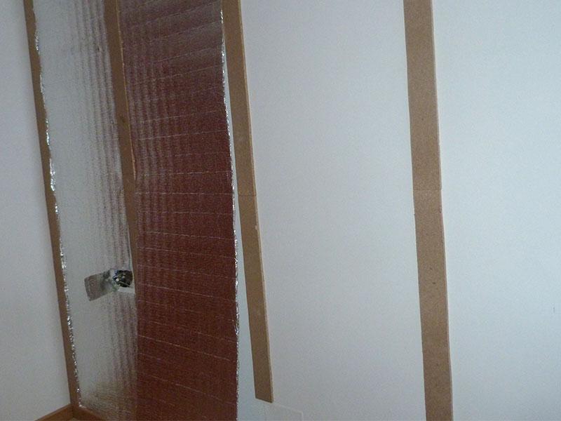 Instalación del aislamiento térmico reflexivo en pared